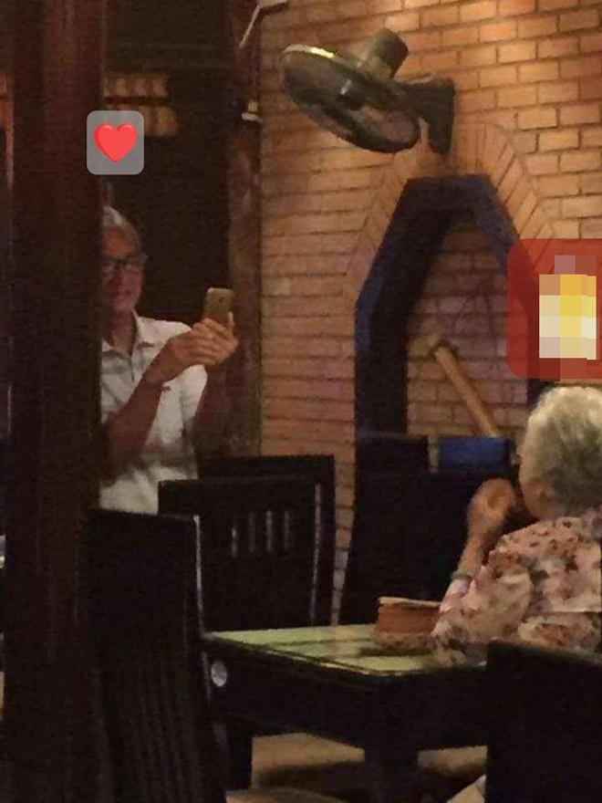 Hình ảnh đôi vợ chồng già trong quán ăn khiến ai đi qua cũng ngoái lại nhìn - Ảnh 2.