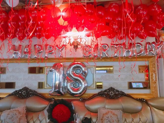 Cô út xinh đẹp trong bộ ba chị em nhà họ Hồ và bữa tiệc sinh nhật đáng ghen tỵ - Ảnh 2.