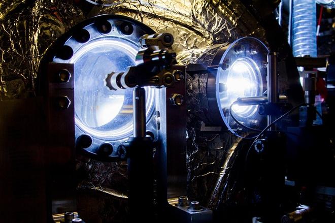 Tạo hố đen bằng chùm tia X mạnh gấp 100 lần tổng ánh sáng Mặt Trời đến Trái Đất mỗi giây - Ảnh 1.