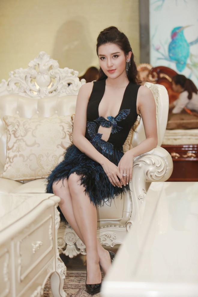 Á hậu Huyền My mặc táo bạo, tái xuất sau lùm xùm tại Hoa hậu Hòa bình Thế giới - Ảnh 3.