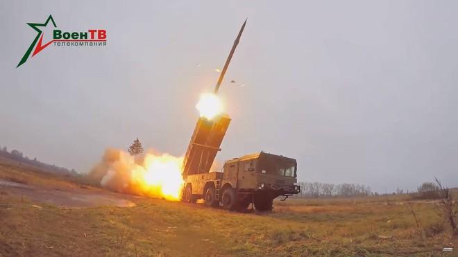 Mạnh hơn EXTRA, pháo phản lực dẫn đường bắn xa nhất thế giới của Belarus có gì đặc biệt? - Ảnh 2.