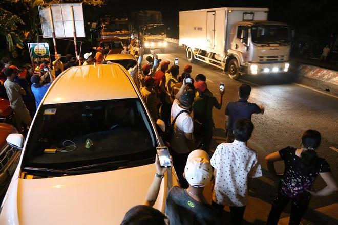 Người dân nấu gà, vịt sau khi Thủ tướng quyết định ngừng thu phí BOT Cai Lậy 1 tháng - Ảnh 4.