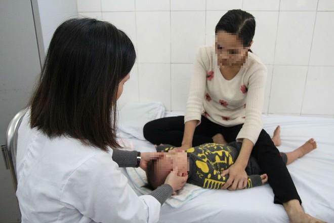 Hà Nội: Lạnh kéo dài, ngày nào cũng có vài chục bệnh nhân nhập viện vì méo mồm, liệt mặt - Ảnh 2.