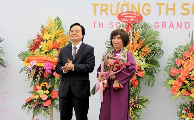 """Bộ trưởng Phùng Xuân Nhạ: """"Tôi đánh giá cao và biểu dương tâm huyết của bà Thái Hương khi xây dựng TH School"""""""