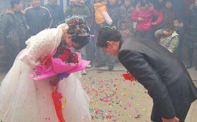 """Chia tay sau 1 tháng tổ chức đám cưới, """"vợ"""" bị """"chồng"""" kiện ra tòa đòi tiền"""