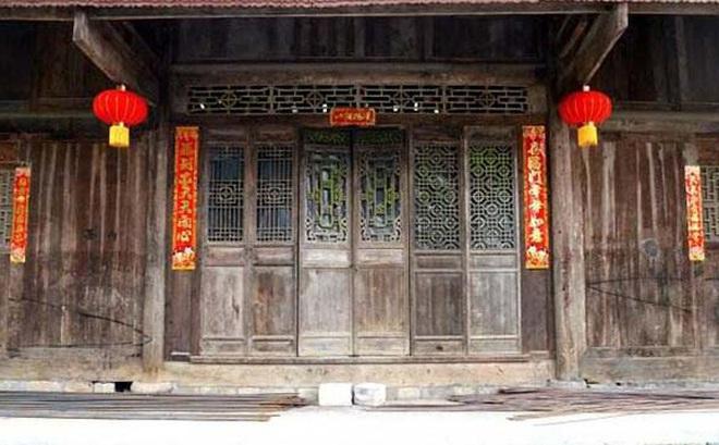 Chuẩn bị phá dỡ nhà tổ, cả gia đình ngỡ ngàng phát hiện kho báu 400 năm ẩn bên trong