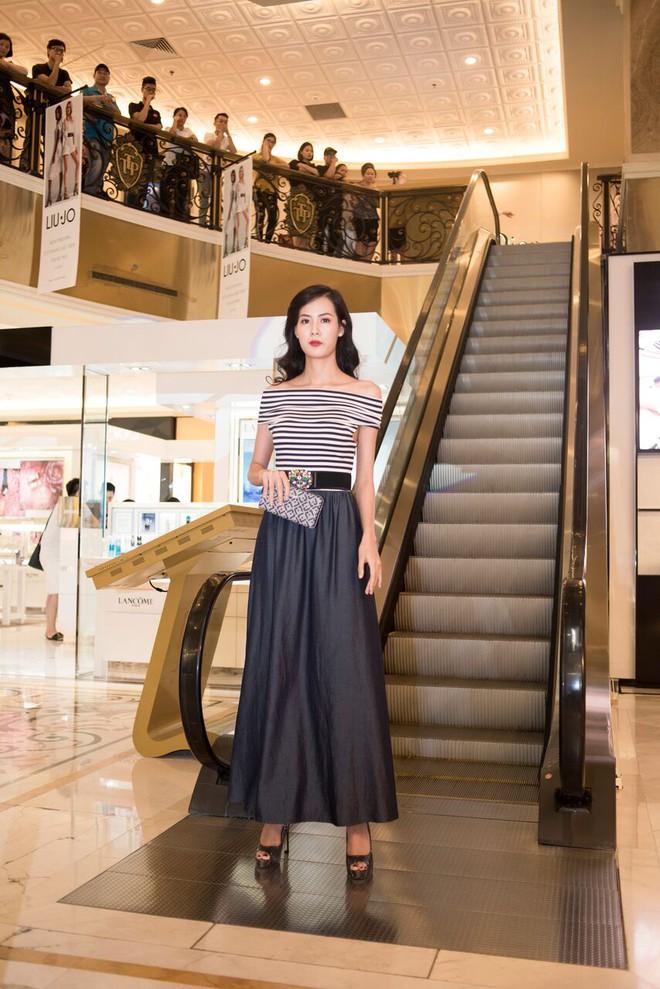 Á hậu Tú Anh, Huyền My mặc giản dị vẫn xinh đẹp, cuốn hút - Ảnh 10.