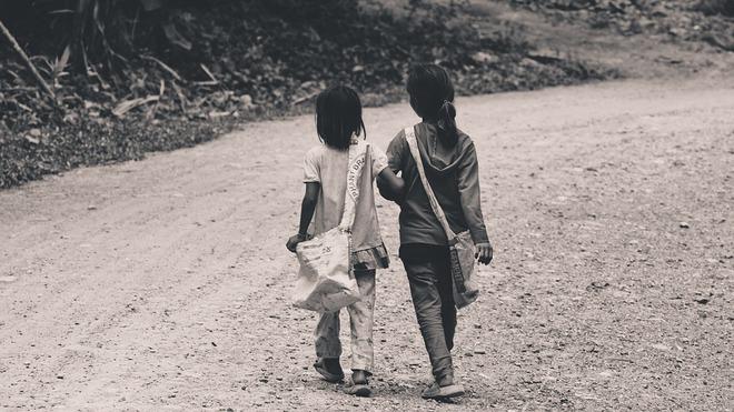 Mắng chị gái vô ơn sau 18 năm được dưỡng dục, cô gái hối hận khi biết chân tướng sự việc! - Ảnh 1.