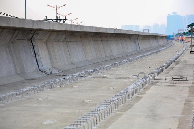 Tuyến Metro trị giá 2,49 tỷ USD Bến Thành - Suối Tiên chính thức lắp đường ray - Ảnh 2.