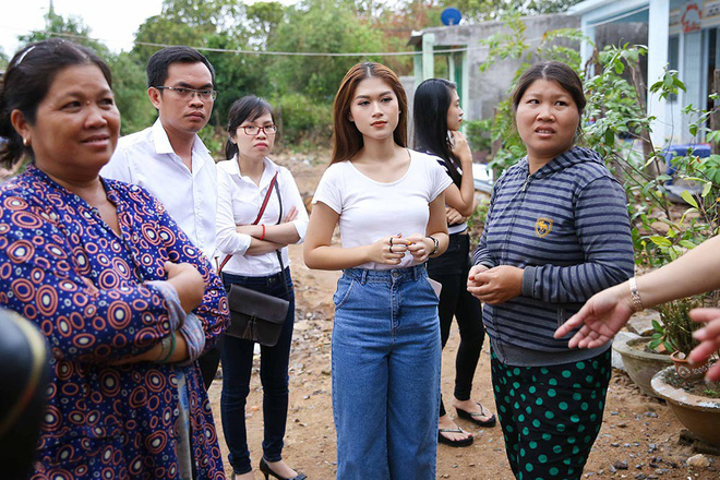 Trang Trần, Ngọc Thanh Tâm bán đồ hiệu, lấy tiền hỗ trợ dân nghèo sau bão Damrey - Ảnh 7.