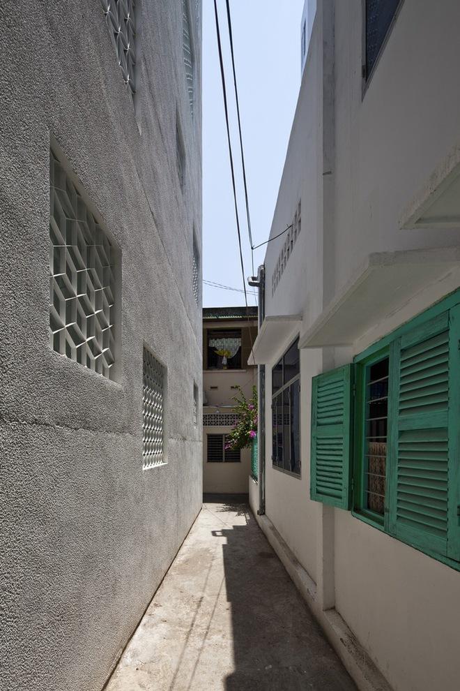 Bí mật trong ngôi nhà như lô cốt giữa Sài Gòn - Ảnh 1.