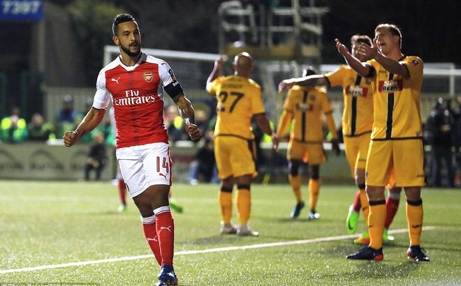 """Đánh bại đối thủ """"cấp phường"""", Arsenal tiến gần hơn đến chiếc cúp an ủi"""