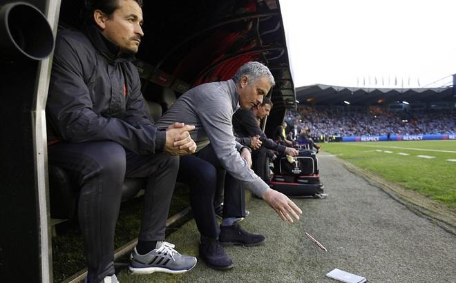 Mourinho Th U1ea5t V U1ecdng Tr U00e0n Tr U1ec1 D U00f9 Man United U0111 U1eb7t M U1ed9t Ch U00e2n V U00e0o