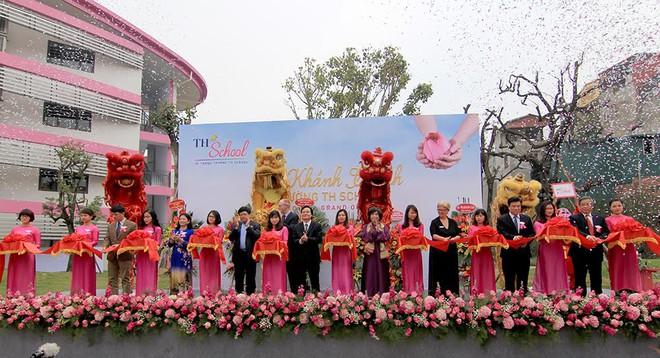 Bộ trưởng Phùng Xuân Nhạ: Tôi đánh giá cao và biểu dương tâm huyết của bà Thái Hương khi xây dựng TH School - Ảnh 4.