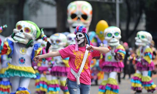 Ngày của Người chết - Lễ hội trên vùng đất vừa cướp đi sinh mạng của trăm người - Ảnh 1.