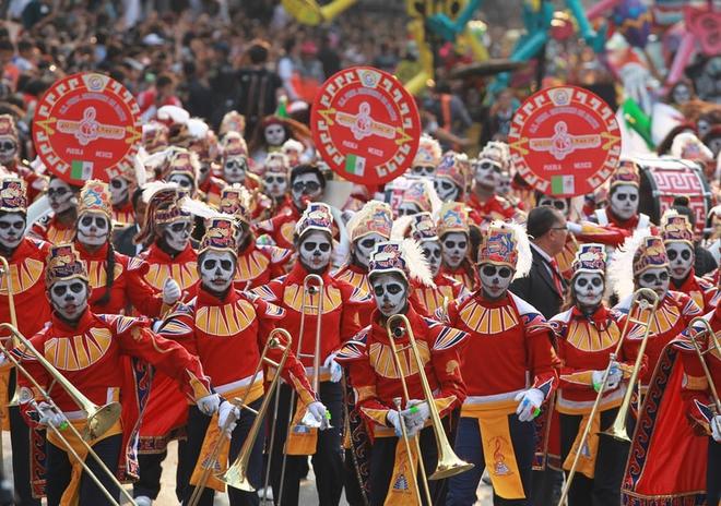 Ngày của Người chết - Lễ hội trên vùng đất vừa cướp đi sinh mạng của trăm người - Ảnh 3.