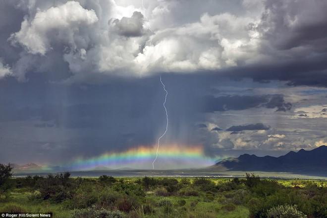 Nhiếp ảnh gia này dành 30 năm cuộc đời chỉ để săn bão, kết quả ông có được rất bất ngờ - Ảnh 7.
