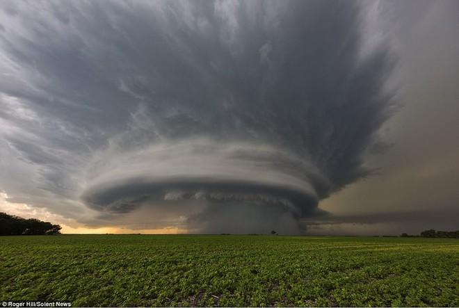 Nhiếp ảnh gia này dành 30 năm cuộc đời chỉ để săn bão, kết quả ông có được rất bất ngờ - Ảnh 6.