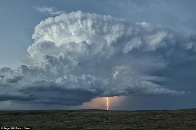 Nhiếp ảnh gia này dành 30 năm cuộc đời chỉ để săn bão, kết quả ông có được rất bất ngờ - Ảnh 4.