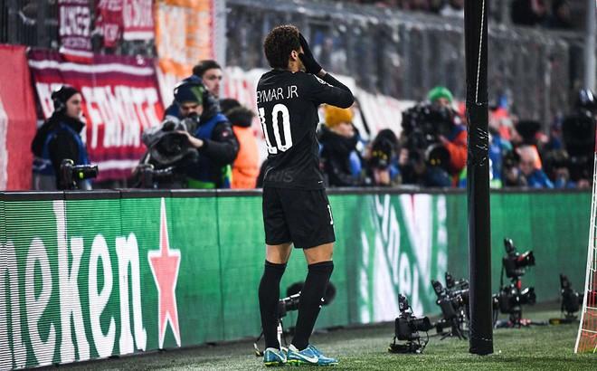 """Quên mất cơn ác mộng Barcelona, PSG bị Bayern Munich """"tát hụt"""""""