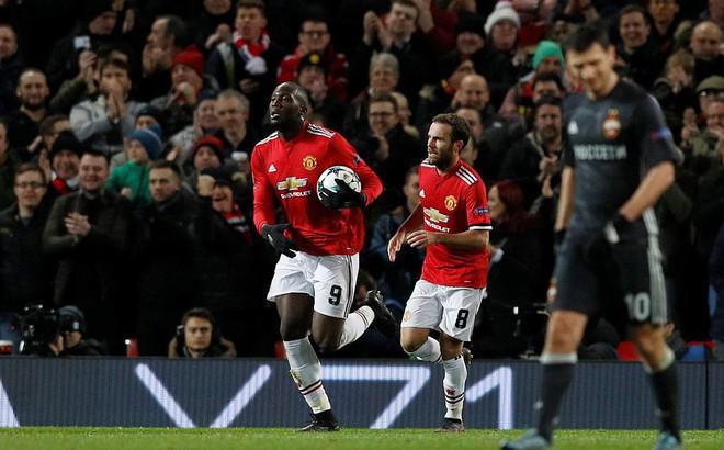 """""""Xuất chiêu"""" cách nhau đúng 65 giây, Lukaku và Rashford lấy tấm vé đi tiếp cho Man United"""