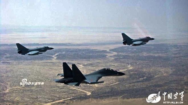 [ẢNH] Song kiếm Su-30MKK và J-10 của Trung Quốc huấn luyện tác chiến - Ảnh 5.