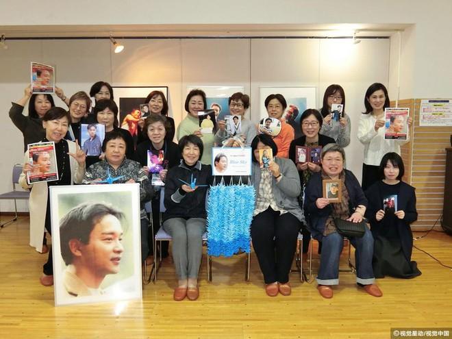 14 năm qua đi, fan hâm mộ vẫn khóc vì thương nhớ Trương Quốc Vinh - Ảnh 5.