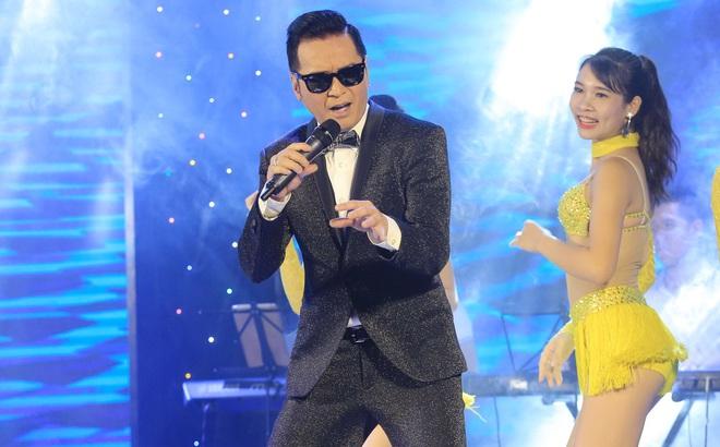 Ca sĩ hải ngoại Nguyễn Hưng từ chối tiết lộ cát-xê, khoe vũ đạo điêu luyện ở tuổi 62