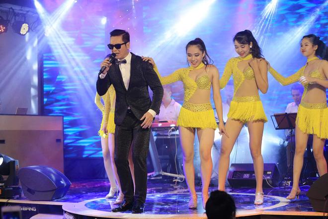 Ca sĩ hải ngoại Nguyễn Hưng từ chối tiết lộ cát-xê, khoe vũ đạo điêu luyện ở tuổi 62 - Ảnh 6.