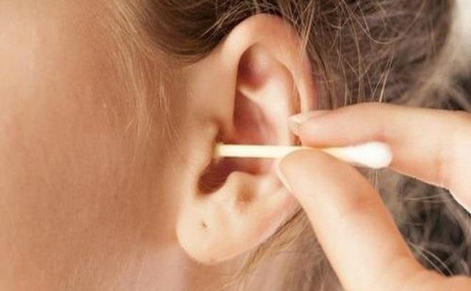 Vệ sinh tai sai cách có thể khiến bệnh nặng thêm: Đây là cách làm sạch an toàn hơn