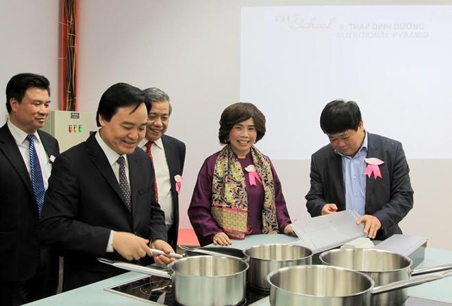 Bộ trưởng Phùng Xuân Nhạ: Tôi đánh giá cao và biểu dương tâm huyết của bà Thái Hương khi xây dựng TH School - Ảnh 6.