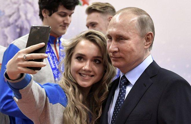 """24h qua ảnh: Putin chụp ảnh """"tự sướng"""" với nữ vận động viên xinh đẹp - Ảnh 7."""