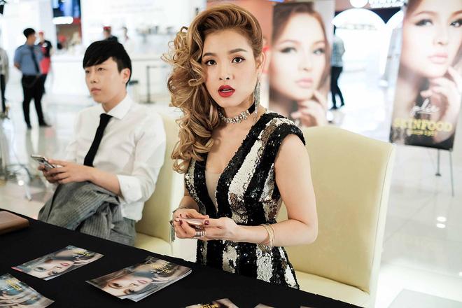 Phương Trinh Jolie giữ khoảng cách, hạn chế đứng chung ca sĩ Minh Hằng - Ảnh 3.