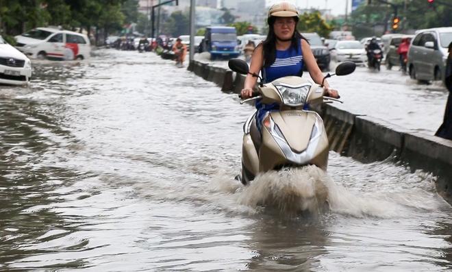 """Cận cảnh """"siêu máy bơm"""" chống ngập hút sạch nước trong 13 phút ở Sài Gòn - Ảnh 2."""