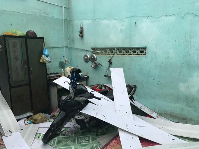 """Bão số 12 đổ bộ Khánh Hòa: Mất hết rồi, chẳng còn gì, chỉ giữ được mạng thôi"""" - Ảnh 2."""