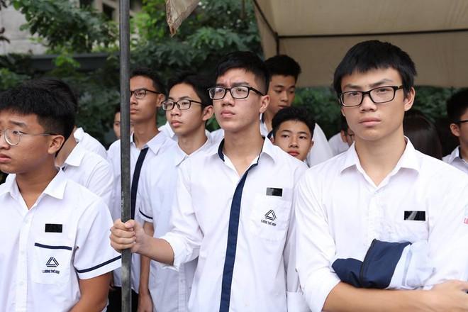 Hơn 1000 học sinh hát vang bài ca Lương Thế Vinh vĩnh biệt thầy Văn Như Cương - Ảnh 22.