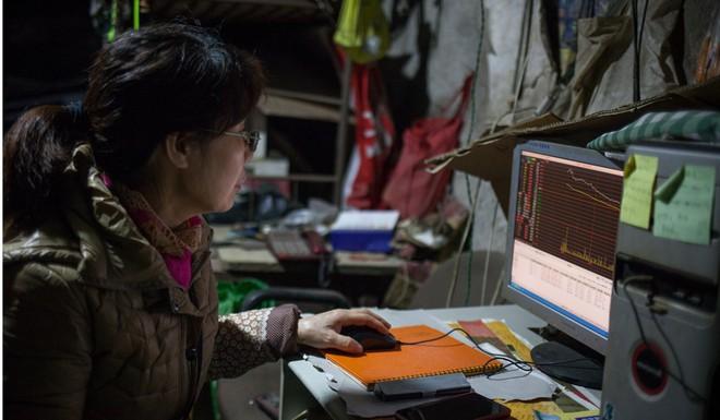 Cận cảnh cuộc sống bên dưới hầm trú bom trong thời bình ở Trung Quốc - Ảnh 3.