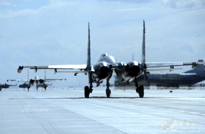 [ẢNH] Song kiếm Su-30MKK và J-10 của Trung Quốc huấn luyện tác chiến - Ảnh 7.