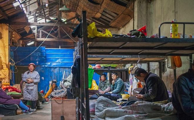 Cận cảnh cuộc sống bên dưới hầm trú bom trong thời bình ở Trung Quốc