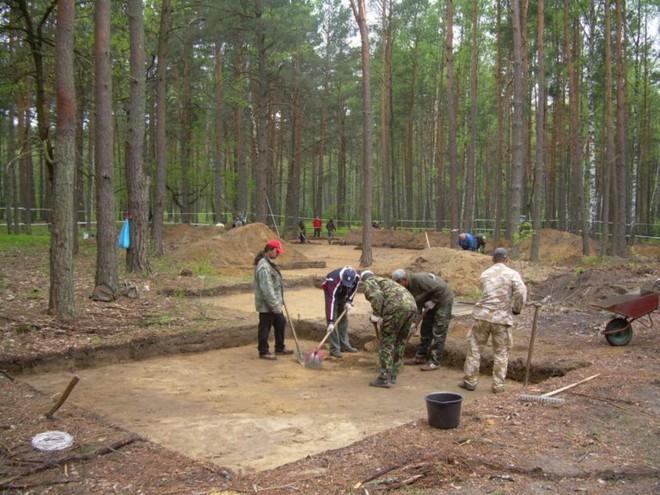 Khai quật nhà tù mới ở Ba Lan, nơi tố cáo tội ác man rợ của Hitler - Ảnh 7.