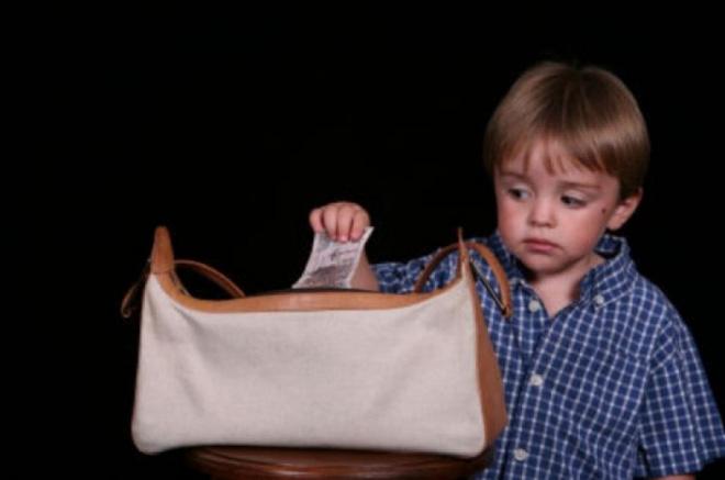 2 con lấy trộm tiền trong ví, đoạn hội thoại của bà mẹ khiến chúng không bao giờ tái phạm - Ảnh 1.