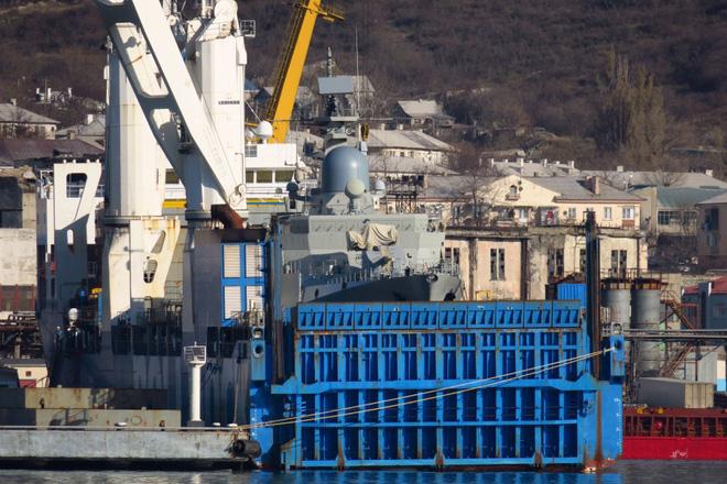 Hải quân VN đón liền 2 tàu Gepard hiện đại: Chiếc thứ 4 đã leo lên Rolldock Star - Ảnh 1.