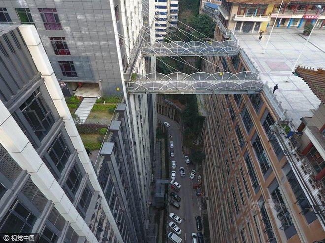 Xây cầu vượt cao gần 70m, nối hai tòa nhà để người dân... đi lại cho tiện - Ảnh 6.