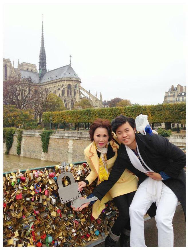 Giữa tin đồn chia tay, xem lại hình ảnh mặn nồng của Vũ Hoàng Việt với bạn gái tỷ phú U60 - Ảnh 11.