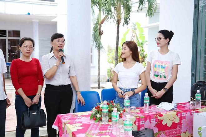 Trang Trần, Ngọc Thanh Tâm bán đồ hiệu, lấy tiền hỗ trợ dân nghèo sau bão Damrey - Ảnh 4.