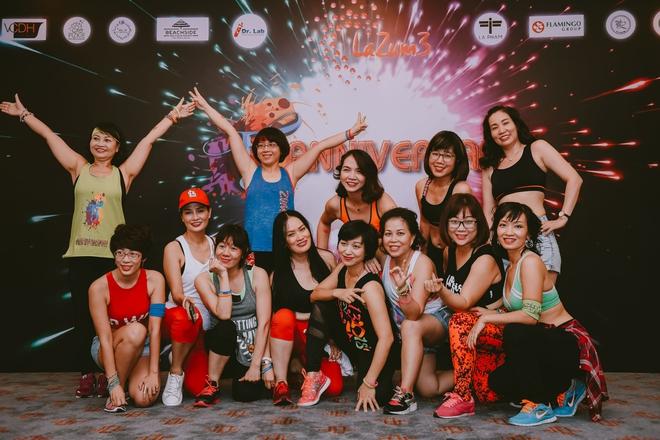Đội quân dancer nhí hướng dẫn hàng trăm người lớn nhảy flashmod đầy sôi động - Ảnh 1.