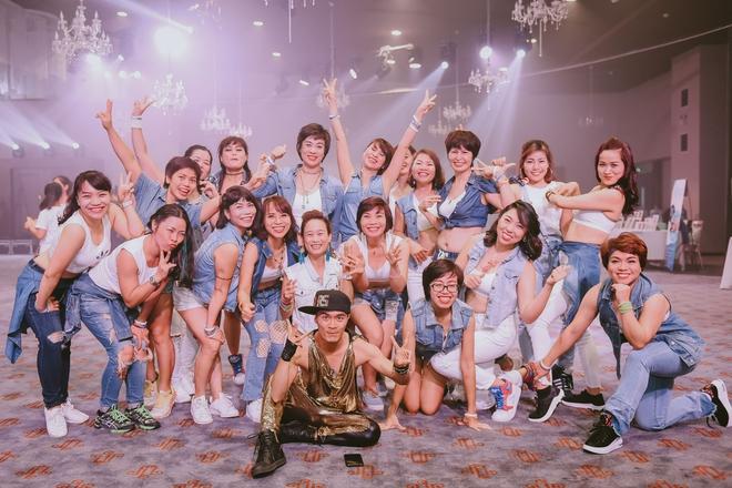Đội quân dancer nhí hướng dẫn hàng trăm người lớn nhảy flashmod đầy sôi động - Ảnh 3.