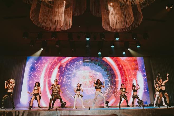 Đội quân dancer nhí hướng dẫn hàng trăm người lớn nhảy flashmod đầy sôi động - Ảnh 6.