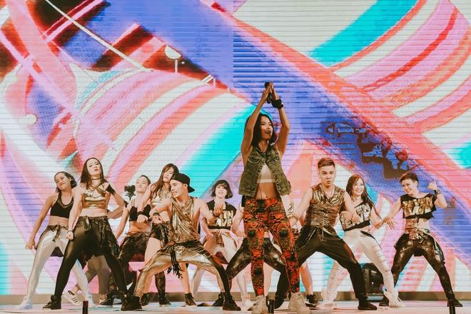 Đội quân dancer nhí hướng dẫn hàng trăm người lớn nhảy flashmod đầy sôi động - Ảnh 7.