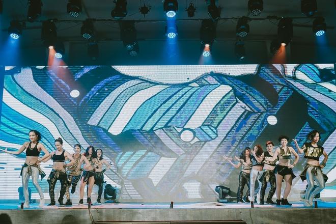 Đội quân dancer nhí hướng dẫn hàng trăm người lớn nhảy flashmod đầy sôi động - Ảnh 8.
